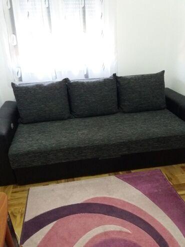 Kreveti - Srbija: Trosed na razvlačenje sa žičanim jezgrom. Poseduje kutiju za