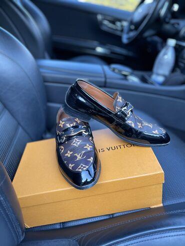 Продаю обувь( Louis Vuitton)  Размер 39. Несколько раз одевал