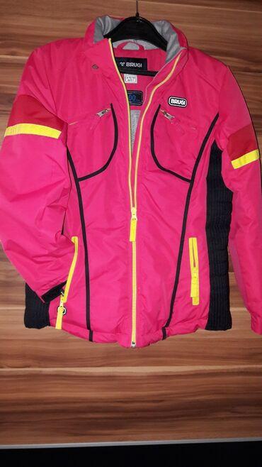 Velicina 10-11 skijaska jakna nosena jednu sezonu