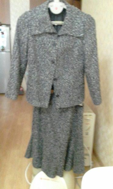 Костюм букле,пиджак с воротником апаж, юбка шестиклинка,размер l в Bakı