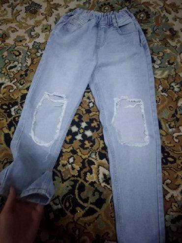джинсы рваные в Кыргызстан: Рваные джинсыВ отличном состоянииБез затяжек и каких-либо пятен Размер
