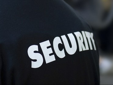 Bakı şəhərində Klinikaya boyu 1,69 dan yuxari muhafizeci teleb olunur,yas heddi 18-55