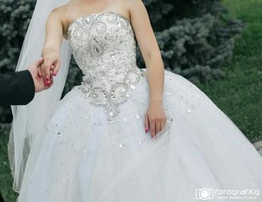 Свадебные платья и аксессуары - Бишкек: Продаю свадебное платье б/у производство Гуаньджоу одевали пару раз