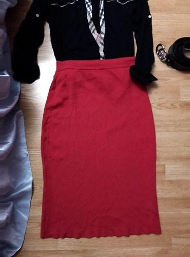 Crvena duboka suknja. Odgovarala bi L i XL veličinama, tegljiva je, - Bor