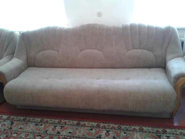 Срочно продаю диван книжка и два кресла коричневый цвет состояние