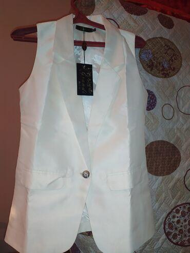 1)жилет новый 50 размцена 1000с.2) летний платье с шлейфом размерL 500