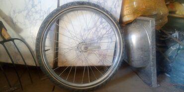 Спорт и хобби - Кемин: Продаю колесо от велосипеда хорошом  Состоянии оба 1200 размер 22