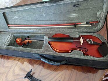 Скрипки - Кыргызстан: Продаю скрипку б/у целую 4/4в наличии неполный комплект запасных