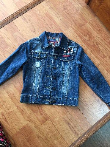 детская джинсовая куртка в Кыргызстан: Джинсовая куртка на 12-13 летцена 500 с отличное состояние