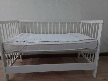 Очень в хорошем состоянии детская кроватка от Ikea, в комплекте