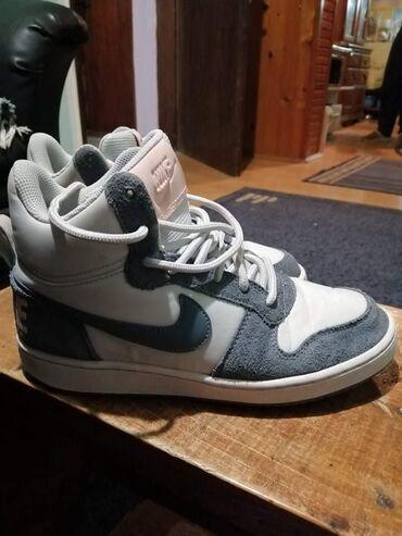 Orginal jako kvalitetne Nike patike skoro nove obuvane dva puta nemaju