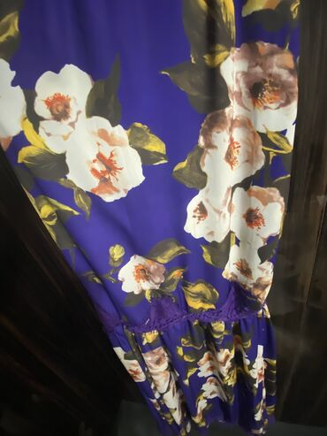 вечернее платье 42 размер в Кыргызстан: Шикарное платье, подчеркивает фигуру, размер 42 (s) на рост 170 + кабл