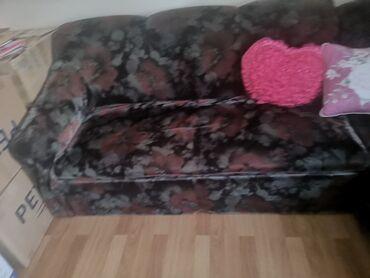 usaq ucun iki mertebeli kravat в Кыргызстан: Продаётся старый диван, складной, + имеет место для хранения вещей