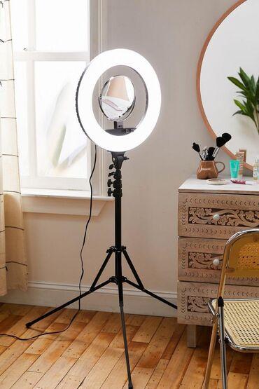 Аксессуары для фото и видео в Кыргызстан: Продаю кольцевую лампу  Три режима света Теплый холодный и средний