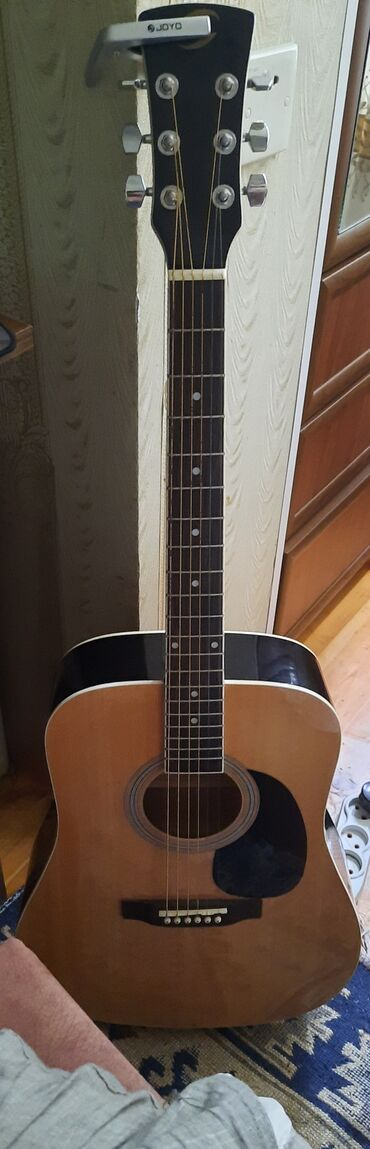 Soundsation akustik gitara 6 aydır alınıb cızıqı bele yoxdur. Üstünde