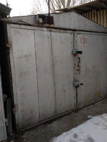 Продаю волговский металлический гараж в 11 мкр. у дороги. ГСК 20. Можн