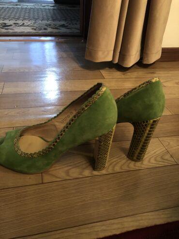 Женская обувь в Беловодское: Женские туфли Roberto Botticelli . Одевались один раз . Замша и кожа