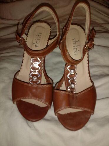 Женская обувь в Ош: Продаю не дорого.почти новые одевала пару раз.39 размер