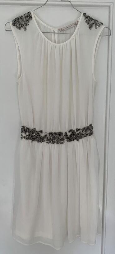 Zarina letnja bela haljina, jako lagana, strukirana sa našivenim