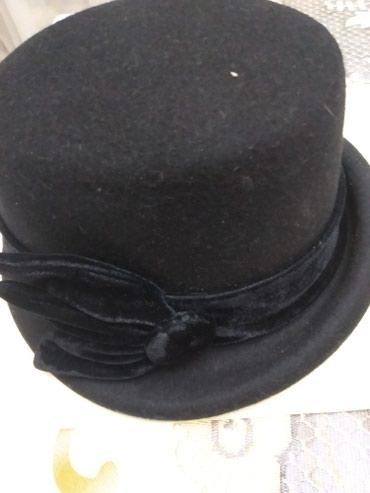 Головные уборы - Сокулук: Шляпка фетровая .цвет черный. Спереди поля приподнято . состояние