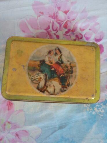 Другие предметы коллекционирования - Кыргызстан: Жестяная коробка из-под конфет (50 г.г.) торг уместен