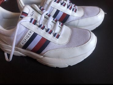 Αυθεντικά Tommy Hilfiger sneakers, φορεμένα 3 φορές σε άριστη