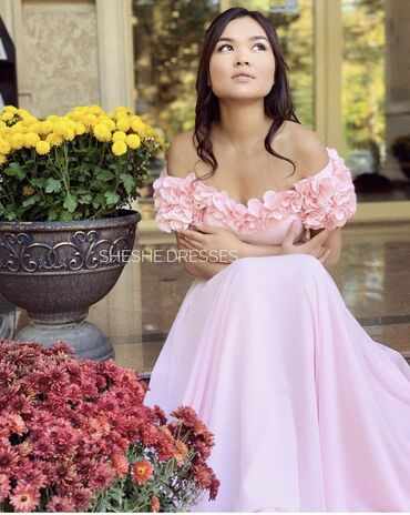 Платья - Вечернее - Бишкек: Сдаю напрокатМилейшее платье от cosmobella на вечерРазмер s-mРост 165