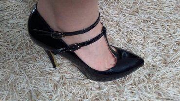 Crne lakovane sandale sa kaisicima - Pancevo