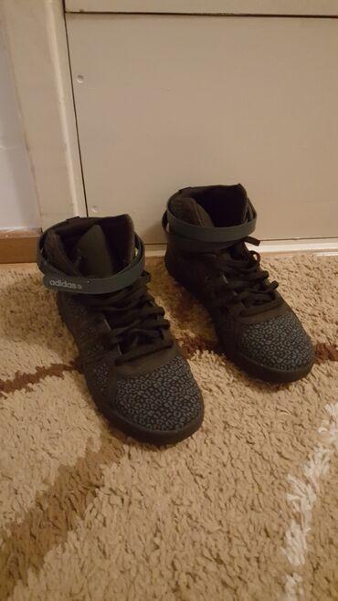 Adidas crne patike u odličnom stanju, jednom obuvene