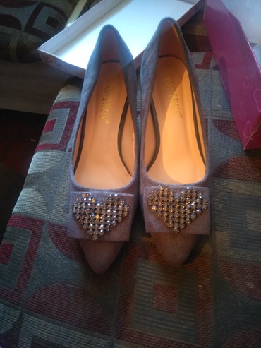 Новые туфли лодочки 37размер причина продажи купила маме оказались