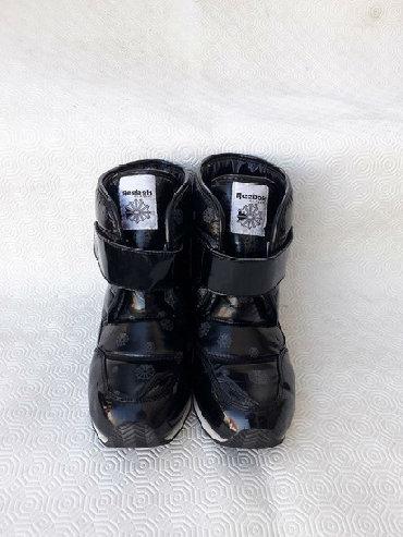 Reebok- broj 38. Original cizme vodootporne- broj 38 gaziste 24,5cm