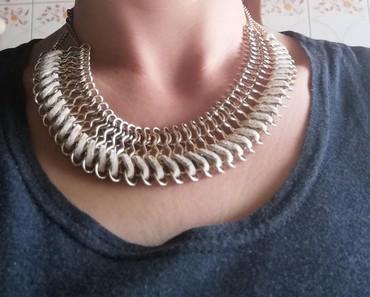 Ostalo | Smederevo: Elegantna ogrlica, kombinacija kože u bež boji