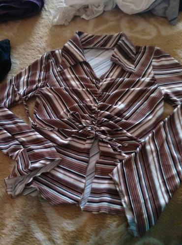 Bluza prelepa,moderna,divnih boja. Stanje odlicno. Odgovara velicinama - Belgrade