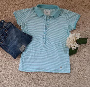 Mangunn polo majica. Na plavo bele pruge sa kragnom i dugmicima. Na
