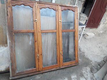 Pencere. Taxta pencere, çox yaxşi veziyyetdedir, ustden çixmiş