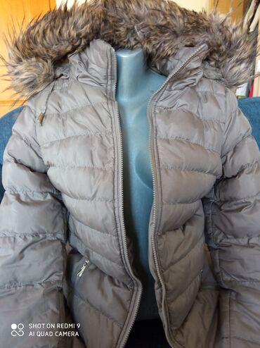Zimska jakna sa krznom - Srbija: Zimska topla jakna sa kapuljacom postavljena krznom. Skida se sa