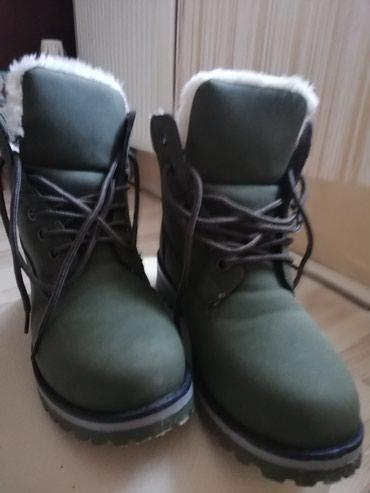Tople, nove duboke cipele , postavljene krznom br. 38 udobne - Kikinda