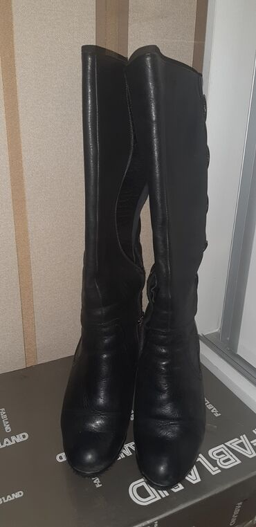 Зимние сапоги женские на каблуке, из чистой кожи. Состояние отличное!
