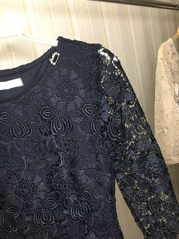 гипюр платье в Кыргызстан: Платье в отличном состоянии!!!Облегающее платье чёрного цвета из