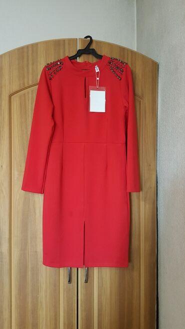 повседневное платье из бархата в Кыргызстан: Платье новое размер S-M 42-44 красный платья