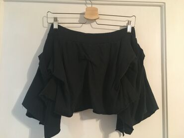 Terranova kratka suknja sa puno slojeva.  Za dodatne slike i mere sl