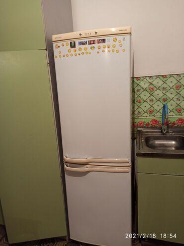 Б/у Двухкамерный Белый холодильник Samsung