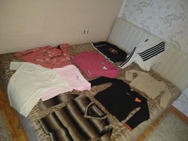 Paket-obodi-majice-i-jedne-kosulje-lepo-odrzane - Srbija: Na prodaju paket zenske odeće. U paket ulaze 5 bluzica i 1 majice sa