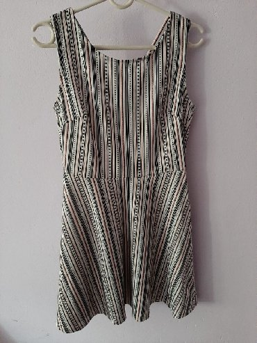 Haljine | Leskovac: Nova haljina M velicina, leprsava, jako lepo stoji, samo je etiketa