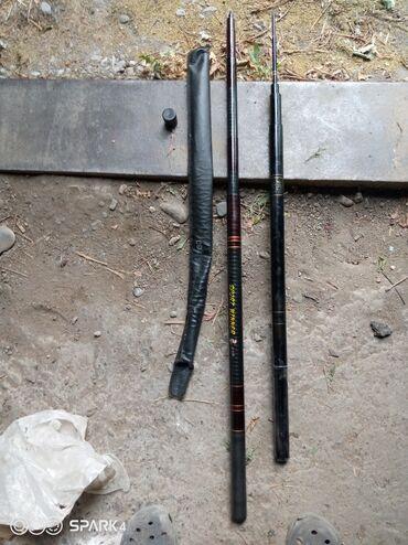 Охота и рыбалка - Б/у - Кара-Балта: Продаю две удочки одна новая+ чехол. другая б/у 800 окончательно