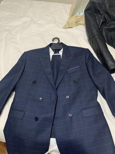 Продаю костюм б/у носился один раз на выпускнойПокупал на выпускной