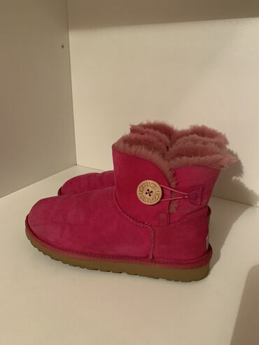 Fly ts100 - Srbija: UGG Mini Bailey Button II Boot Pink!!!!Original UGG !!!!! Odlicno