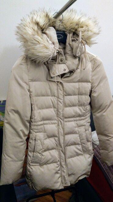 Zara women,perjana ženska jakna. Original.Bele boje,sa kapuljačom koja