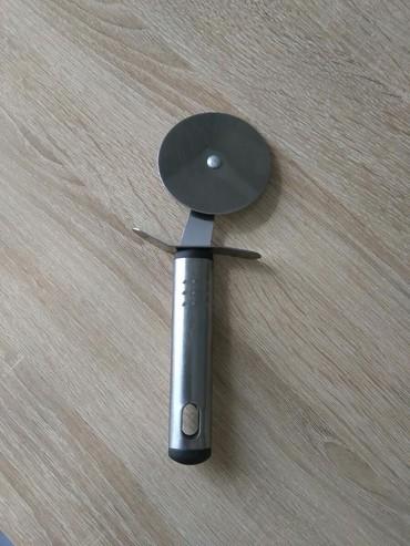 Ножи - Кыргызстан: Нож для пиццы, с одной стороны небольшая вмятинка, см. фото