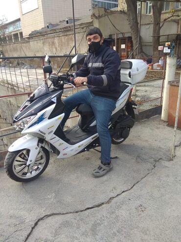 Telefon ucun viniller - Azərbaycan: Yamaha ni max 150 kub az surulmus 4500 probeq 6aydir alinib emeliyyat